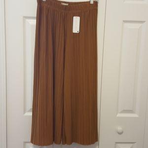 Jon & Anna CONTEMPORARY pleated crop pants Jr L